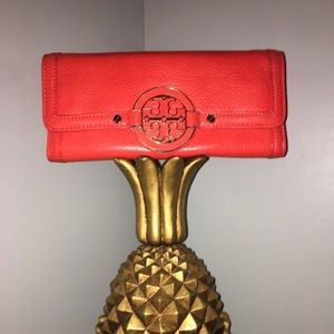 TORY BURCH LEATHER WALLET YOU ARE GOING TO LOVE